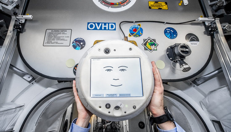 CIMON, the astronaut with Artificial Intelligence, returns to space